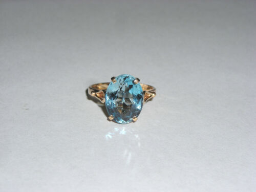 Striking Blue Topaz Solitare 10K Yellow Gold Ladies Ring Size 5.5
