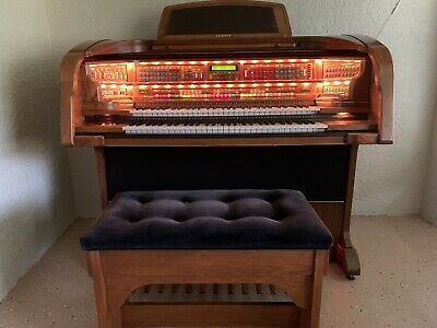 LOWREY Majesty Organ, Includes Bench