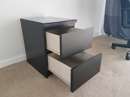 Selling 2-drawer chest of drawers
