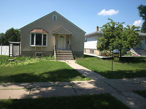 2 Bedroom Home - Minutes From NAIT and LRT - Dbl  Garage