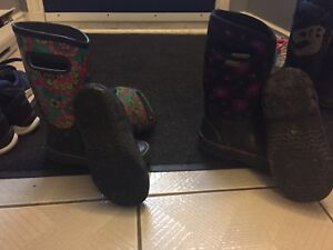 Girls shoes/ bogs