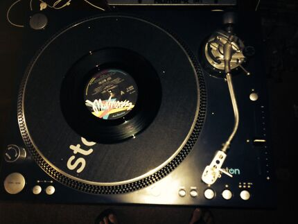 Stanton ST 150 Turntables and Numark mixer 2CH. Annerley Brisbane South West Preview