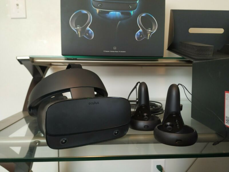 Oculus Rift S PC Powered VR Gaming Headset (Barely Used!)