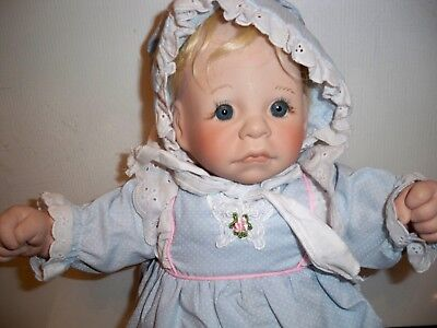 LEE MIDDLETON DOLL SIGNED AND NUMBERED 1985 FIRST MOMENTS #071785