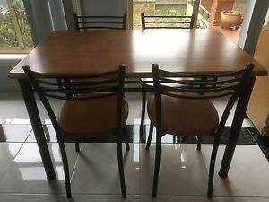 5 x piece dining table and chairs Aspendale Gardens Kingston Area Preview