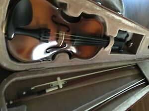 Violin 1/4 size with 2 bows