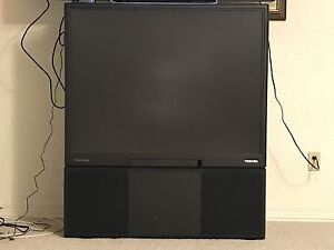 Recliner chair and tv for pick up free
