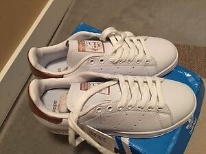 Stan Smith Adidas Rose Gold size 7.5
