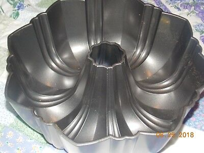 Wilton Bundt Pan Nonstick Fluted Tube Pan 10 1/4