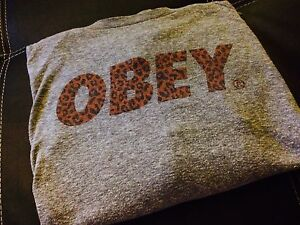Obey pull over crew neck long sleeve
