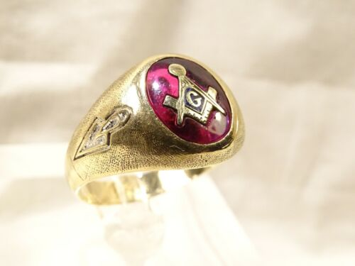 Vintage Masons 2 Symbol Ruby Red Stone 10 K Yellow Gold Sz 10 Ring