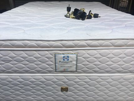 FREE DELIVERY Sealy Pillow Top Queen Mattress&Base as like a new!!!