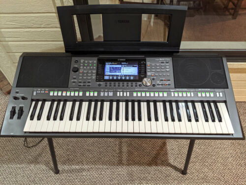 Yamaha PSR-S970 Electronic Keyboard with Metal Stand
