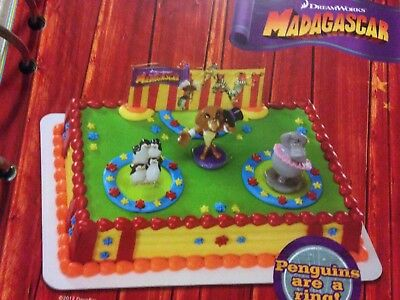 Circus Cakes (DECOPAC MADAGASCAR THREE RING CIRCUS DREAMWORKS CAKE TOPPER DECOSET)