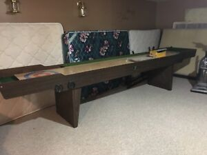 Great condition country style shuffle board