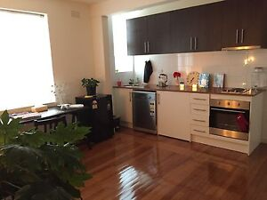 Perfect location, 6 month lease transfer + furniture South Yarra Stonnington Area Preview
