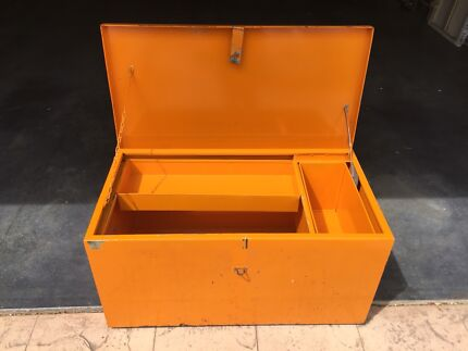 Heavy Duty Metal ToolBox with removable inserts Very strong box