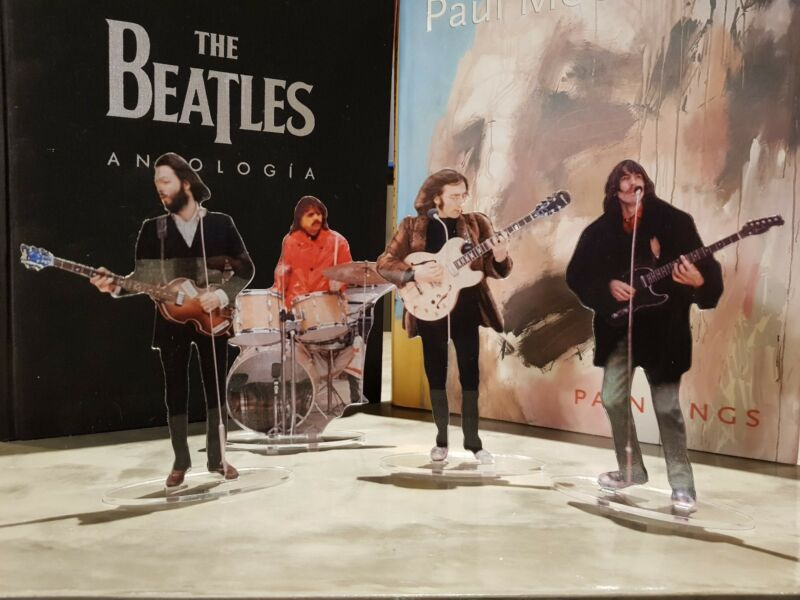 The Beatles Rooftop concert figures cristal clear acrylic. Look incredibly real!
