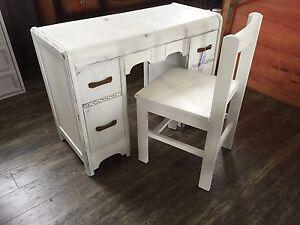 Charming Desk Set