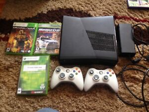 Xbox 360 3 games and 2 remotes