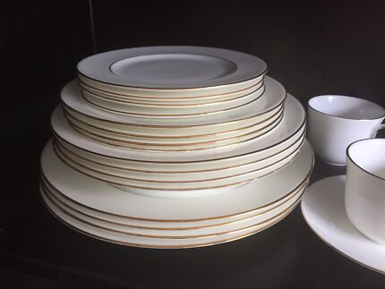 Royal Doulton Signature Gold Dinnerware. 4 Sets & Royal Doulton Signature Blue 24 Piece Boxed Set | Dinnerware ...