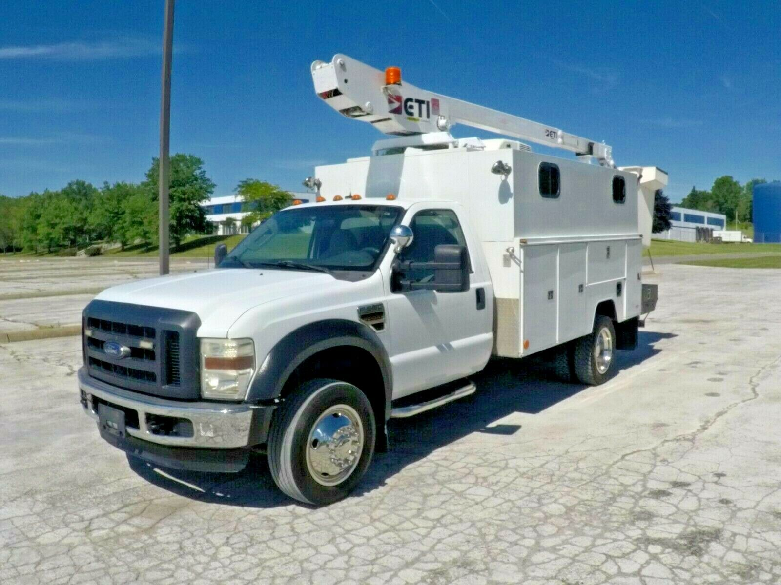 2008 Ford F-550 35' Enclosed Bucket Truck