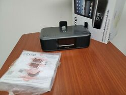 iHome iD95 Stereo System with Dual Alarm FM Clock Radio for iPad/iPhone/iPod