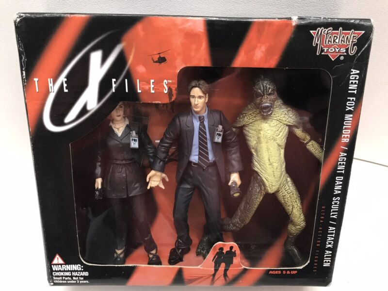1998 McFarlane 16120 The X-Files Action Figures Mulder Scully Attack Alien -NEW