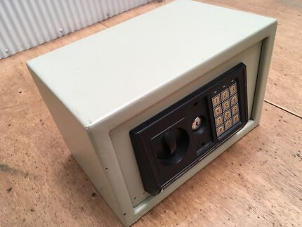 Delta Electronic Digital Safe - S-20E - Small