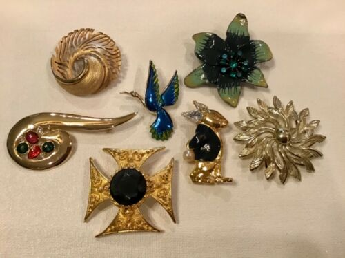 LOT OF 7 SIGNED/UNSIGNED GOLD PLATE ENAMEL CRYSTAL BROOCHES PINS JEWELRY