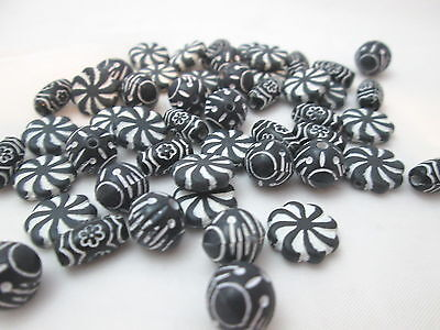 - In Bloom Plastic Small Hole Swirl Beads Assorted Shapes - Black & White