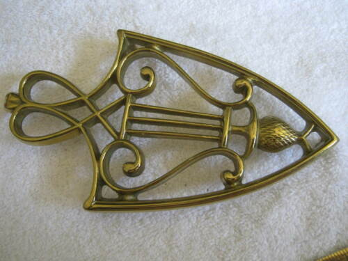 Vintage Virginia Metalcrafters LYRE & PINEAPPLE Brass Iron Shaped Trivet Stand