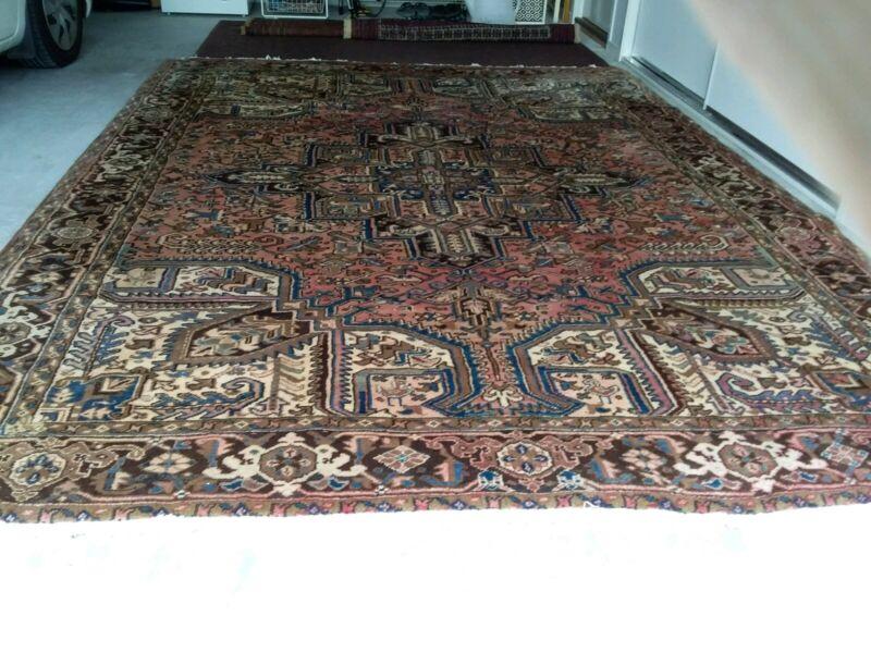 Handwoven Woollen Persian Rug Heriz