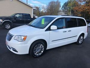 2015 Chrysler Town & Country LIMITED , DVD, NAVAGATION , LEATHER