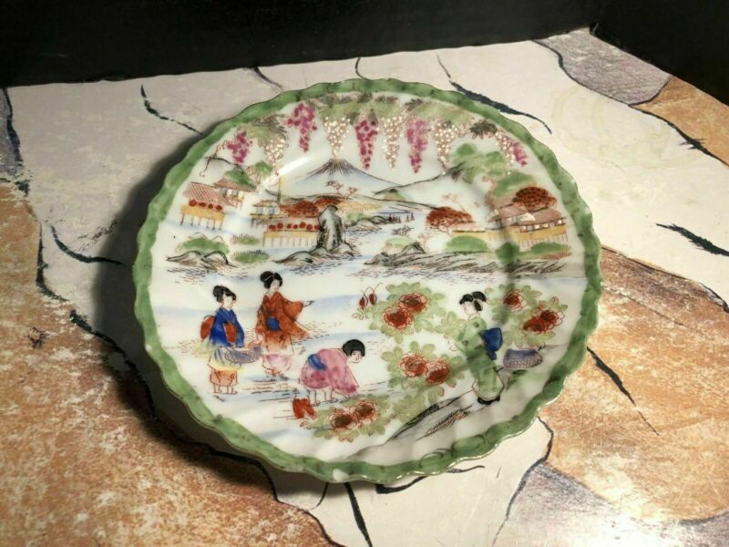 Qing Dynasty Famille Verde Saucer With Village Life Of Chinese Women. Nice Piece