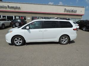2014 Toyota Sienna LE 8 Passenger Accident Free!! One Owner,...