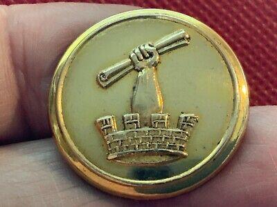 ARM in MURAL CROWN w PAPER ROLL/VELLUM 25.6mm GILT LIVERY BUTTON ESBQ ca 1835