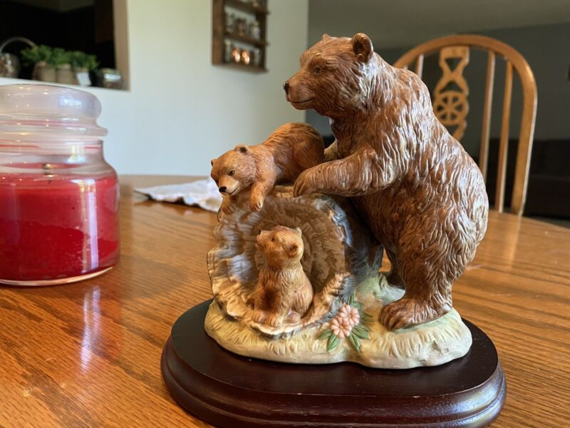 Home Interiors Curious Cubs 1435 Porcelain  Figurine Brown Bear Momma And Cubs