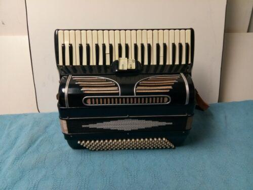 Vintage Generic 120/41 Intermediate-Size Piano Accordion