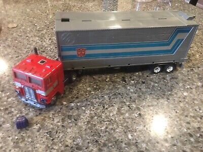 Transformers Optimus Prime G1 With Trailer
