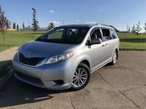 2011 Toyota Sienna *Price reduced*