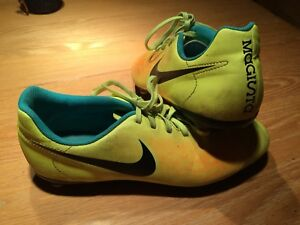 Souliers soccer Nike pointure 7 homme