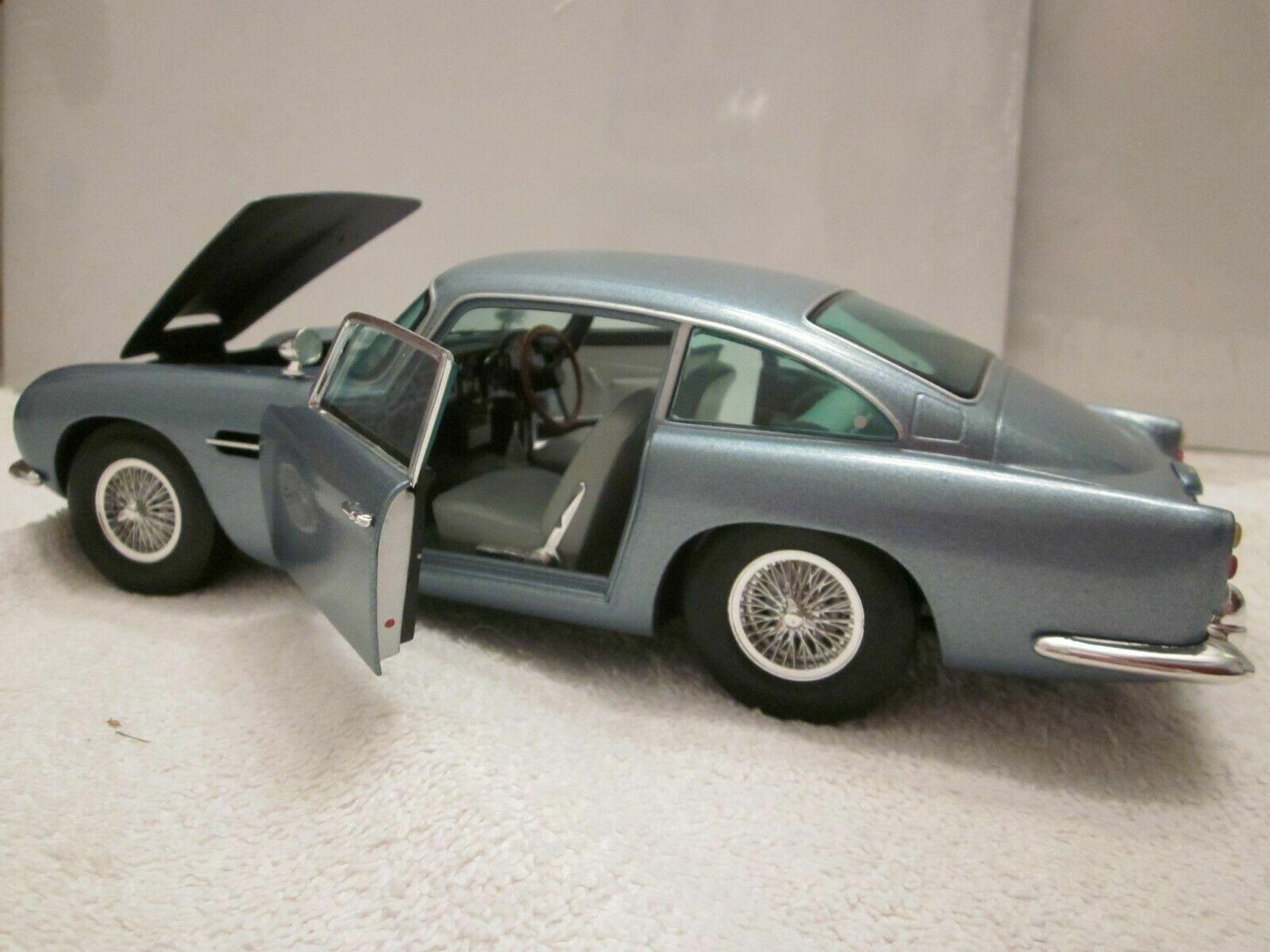 Chrono Die-cast Metallic Ice Blue 1963 Aston Martin Db5 1 18 Scale H1003 MIB