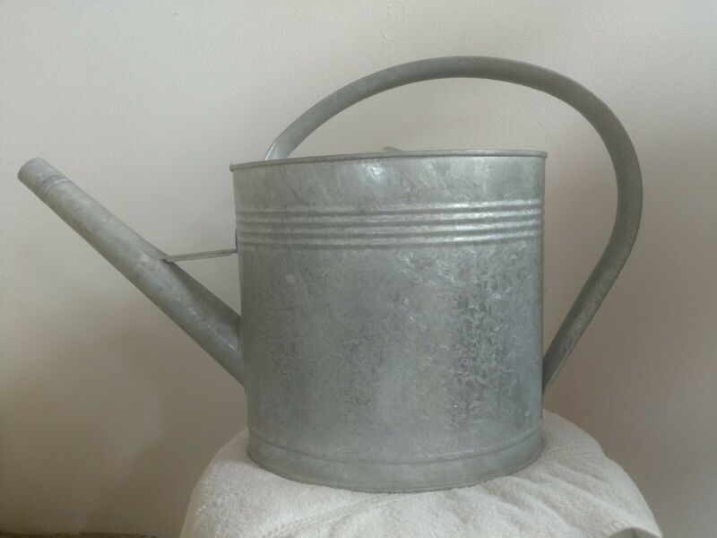 Vin. Large 15x24-in 3 Gal. Oval  Galvanized Watering Can No sprinkler head