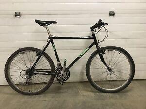 Trek 830 mountain bike