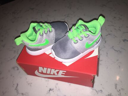 Nike Rosche One toddler/baby shoes - Brand new in box