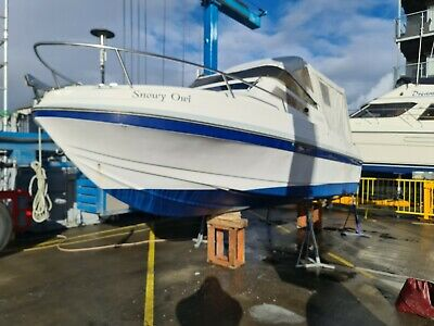 Motor Boat - 6.9m Twin Inboard Cabin Crusier