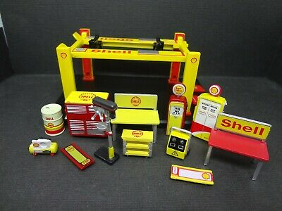 1:64 scale Shell Auto Lift with 12 piece rare Shell garage equipment Loose 1:64