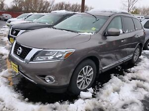 2014 Nissan Pathfinder SL, 3rd Row Seating, Leather, 32, 000km
