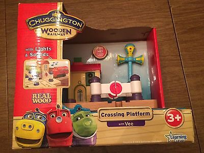 Chuggington LC56800 Crossing Platform with Vee for the Wooden Railway System New